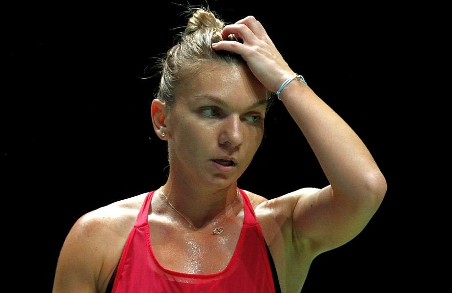 Tennis - WTA Tour Finals - Singapore Indoor Stadium, Singapore - October 23, 2017 Romania's Simona Halep reacts during her group stage match with France's Caroline Garcia REUTERS/Edgar Su
